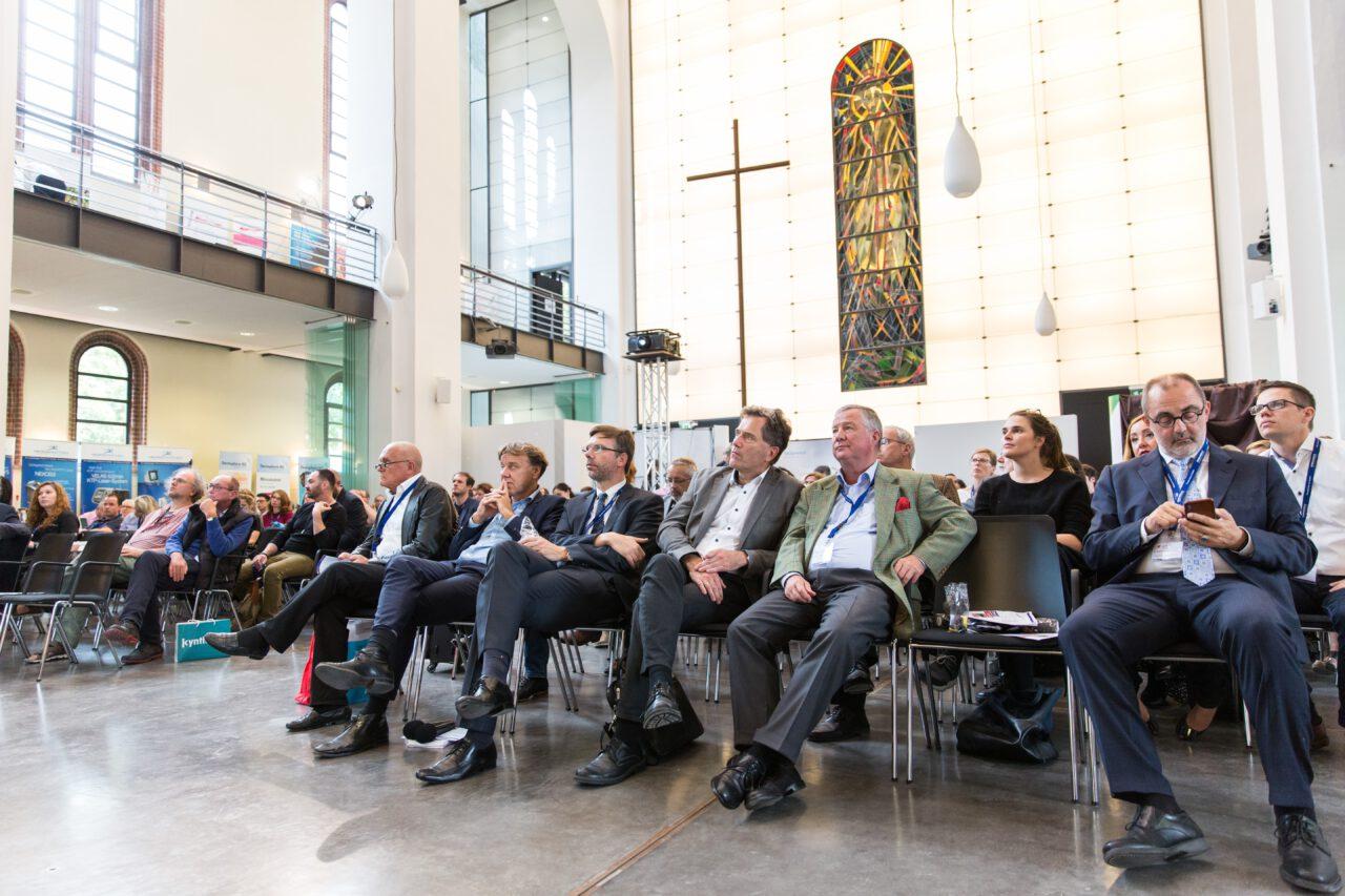 Über 30 Referenten informierten über medizinische Themen und Praxismanagement